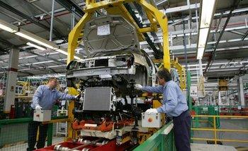 Gobierno y automotrices acuerdan plan para aumentar la producción | Industria