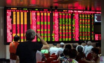 Cierran bolsas chinas por derrumbe del 7% y arrastran a las europeas | Mercados financieros