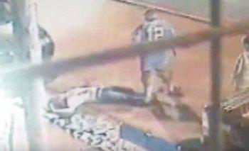 VIDEO: se negó a pagarle al trapito y lo noquearon | Pelea con trapitos