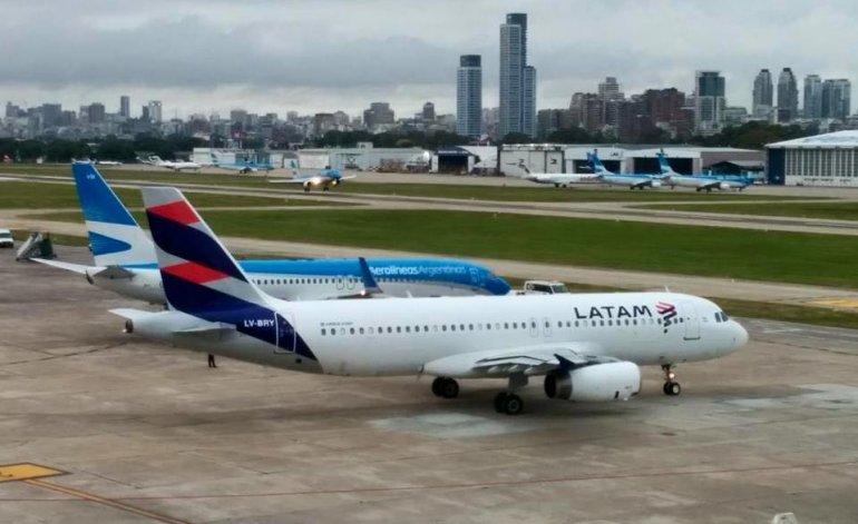 Paro de aeronáuticos afecta todos los vuelos de LATAM