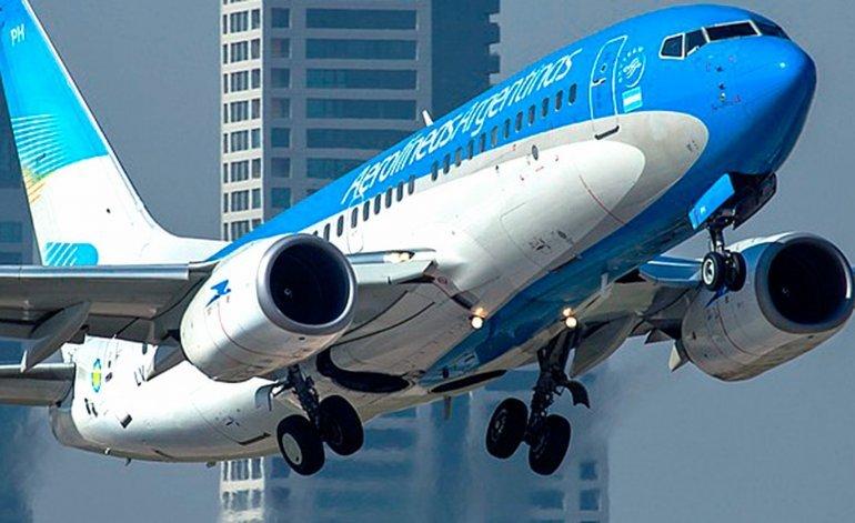 Pilotos de Aerolíneas critican al Gobierno por altavoz al aterrizar