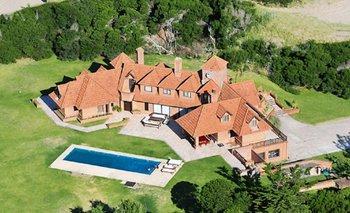 Así es la millonaria mansión que tiene Mario Quintana en Cariló y vende en efectivo | Macri presidente