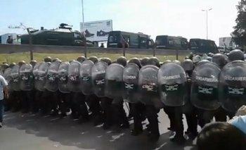 Gendarmería rodea el Posadas y avanza contra los trabajadores despedidos | Gendarmería