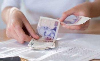 Insólito: por la inflación, cobrarían un recargo a quienes paguen en efectivo   Impuestos