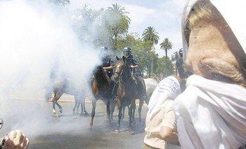 Bonadio sobreseyó a policías acusados de reprimir a las Madres | Polémico
