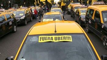 Taxistas realizarán protestas contra de Uber en el verano | Cortes y movilizaciones