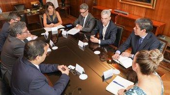 Avanzan las negociaciones para mejorar el transporte urbano   Alberto presidente