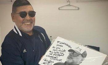 Maradona recibió un cuadro autografiado por el Indio Solari | En las redes