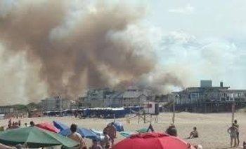 Tensión en Villa Gesell por un feroz incendio | Alarma