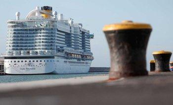 Hay 35 argentinos en el barco con posible caso de infección   Coronavirus