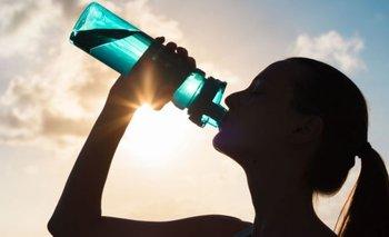 Ola de calor: cómo hidratarse correctamente durante el verano   Consejos de salud