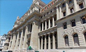 Nuevo round en la pelea entre la Justicia y el Gobierno: llaman a indagatoria a la Procuradora del Tesoro | Amia