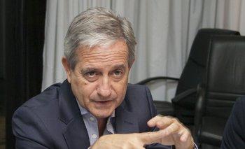 El ministro de Modernización se hizo un cuadro para su despacho con una crítica nota de un diario   Andrés ibarra