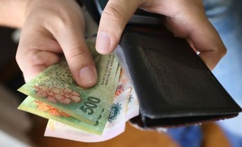 Argentina es uno de los dos países de la región donde se redujo el salario en dólares | Política