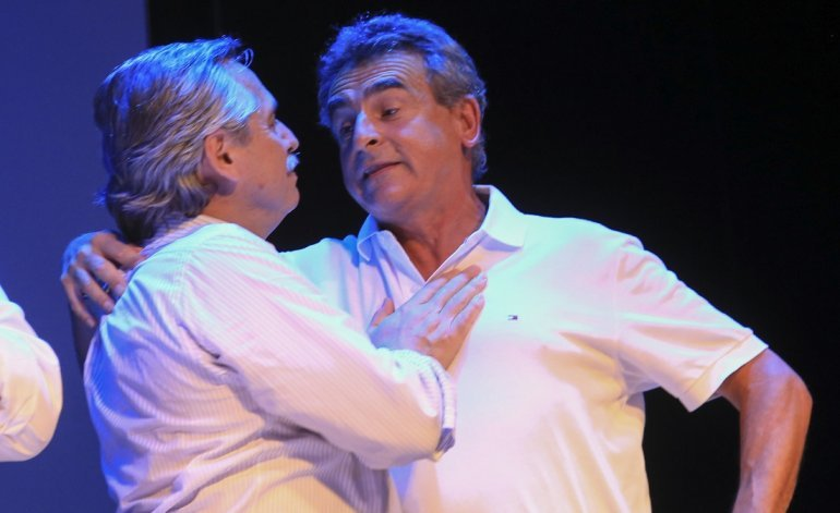 Alberto Fernández junto a Agustín Rossi.