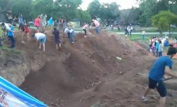 Quilmes: Martiniano Molina mandó a cavar un pozo en una histórica plaza para rellenarlo de basura | Martiniano molina