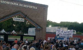 Movilización y abrazo simbólico al CENARD para evitar su cierre   Fin de la secretaría de deportes