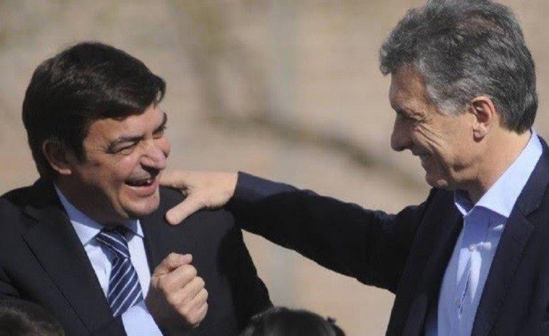 Mauricio Macri junto a el intendente de Lujan de Cuyo, Omar de Marchi.