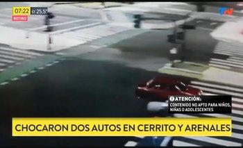 Tenía cinco carriles vacíos y chocó con el único auto | Accidente