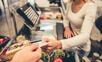 El límite de extracción de efectivo será de $8000  | En algunos comercios