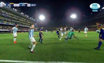 ¿Es un rival? Izquierdoz impidió un gol de Boca con la mano | Ya entraba al arco