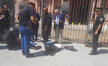 Un presunto ex policía tiró dos bolsas a la Casa Rosada | Casa rosada