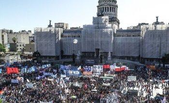 Organizaciones y gremios expresan su apoyo a Guzmán | Congreso