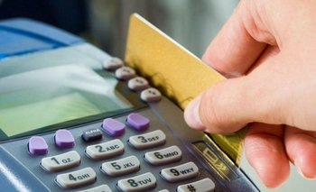 El BCRA fija tope de 55% de tasa para tarjetas de crédito | Crisis económica