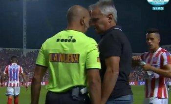 El técnico de Unión tomó del cuello a un árbitro para pelear | Superliga argentina