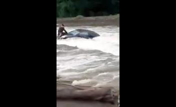 Video: dramático rescate de un turista que quiso cruzar un río en Córdoba | Fenómenos naturales