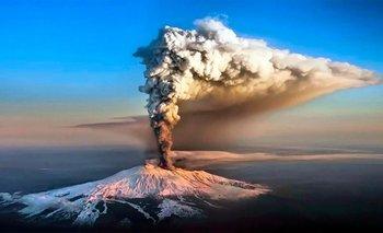 Impresionantes videos de la erupción del volcán Etna en Italia | Fenómenos naturales