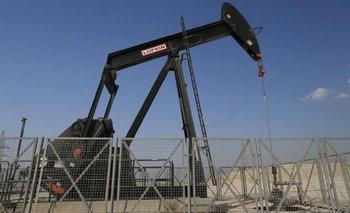Cae el precio del crudo y nuevamente perfora la barrera de los 50 dólares | Petróleo