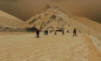 La nieve de Europa del Este se volvió naranja por arena del desierto del Sahara   Bananas