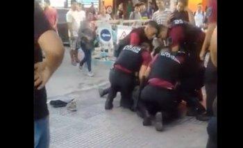 Violencia policial en la Ciudad: detención salvaje a un vendedor senegalés | Información general