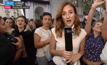 El mal momento del móvil de TN cuando cantaron contra Macri en la marcha del 8M | Mauricio macri
