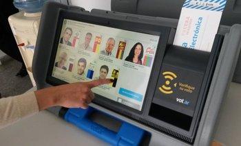"""Especialista en informática advierte al Gobierno por el uso de la boleta electrónica: """"Les puede explotar en la cara""""   Boleta única electrónica"""