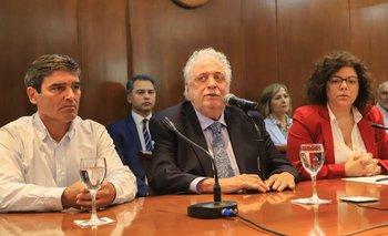 Ginés confirmó la llegada de médicos cubanos a la Argentina | Coronavirus en argentina