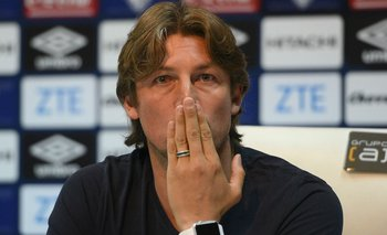 Al borde del llanto: Heinze renunció como DT de Vélez   Vélez sarsfield