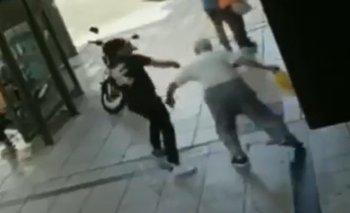 Video: golpeó a un jubilado en la calle y fue molido a palos