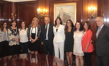 Reunión de trabajo entre funcionarias y Montero | Paro de mujeres