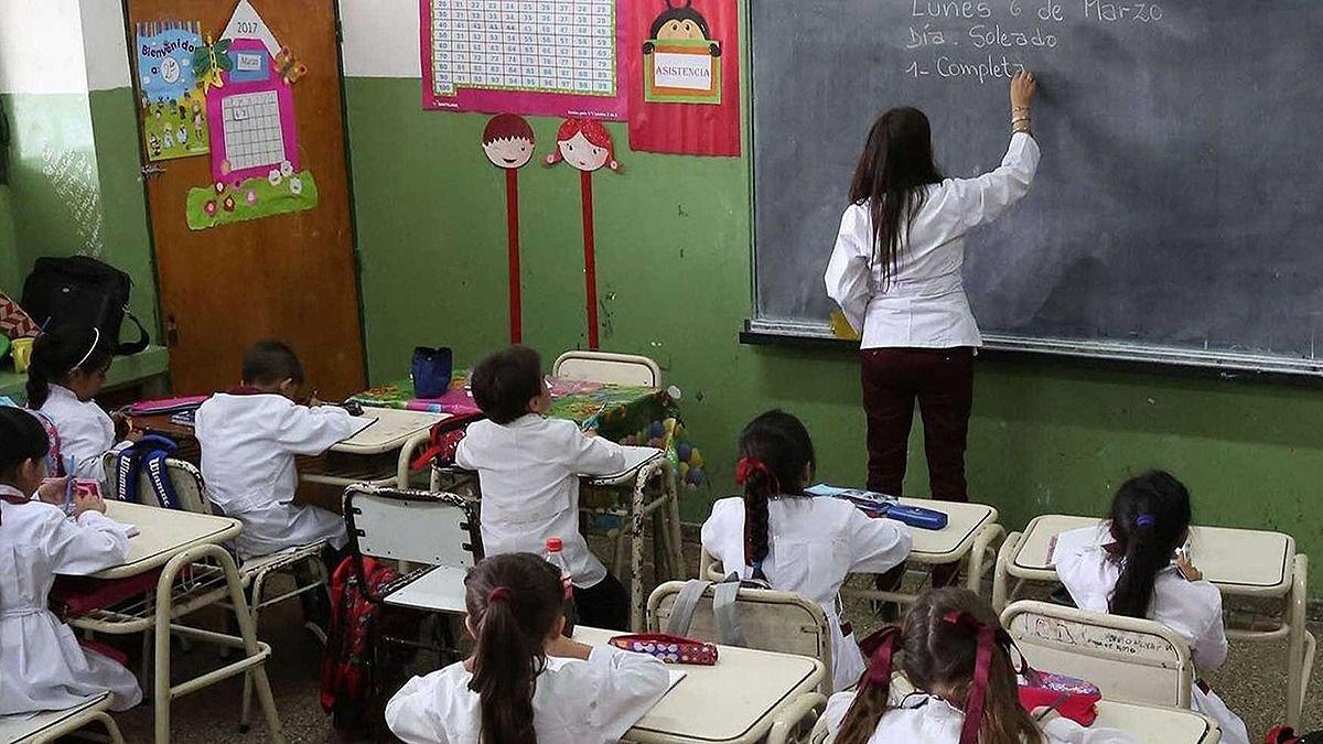 Provincia y Nación evalúan suspender las clases — Educación