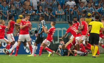 Tremenda batalla campal en Gremio - Inter por la Copa | Fútbol