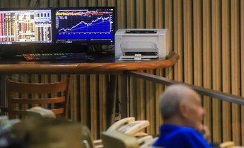 Bajó el riesgo país y subieron acciones argentinas en Wall Street | Mercado financiero