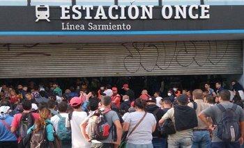 Caos en Once pese a los controles en los trenes   Coronavirus en argentina