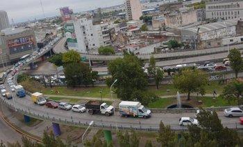 Ciudad: cayó fuerte el tránsito pero colapsaron los accesos | Coronavirus en argentina