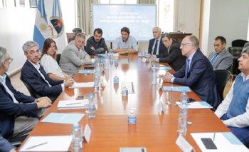 El Gobierno firmó compromiso con YPF y transportistas | Transporte