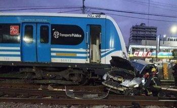Un tren del Sarmiento embistió a un auto en la estación Ramos Mejía | Tren sarmiento