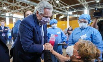 Alberto Fernández visitó un centro de vacunación a mayores de 75 años | Coronavirus en argentina