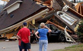 Impactante tornado en EE.UU: un testigo logró filmarlo desde adentro | Desastre ambiental