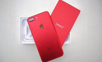 Apple lanza un diseño rojo para iPhone 8 y 8 plus por la lucha contra el VIH/SIDA | Bananas